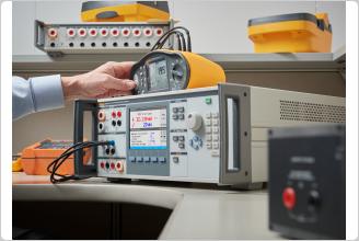 El 5322A calibrando un comprobador de seguridad eléctrica